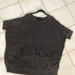 Sweaters - Short sleeve, round neck light weight sweater M/L